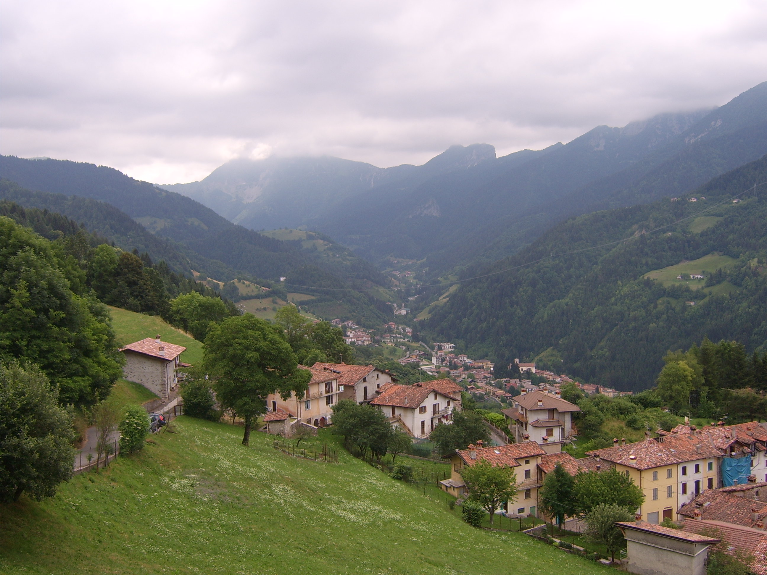 Мемо, Италия